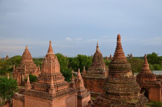 วัดบากัน: lots of stupas...