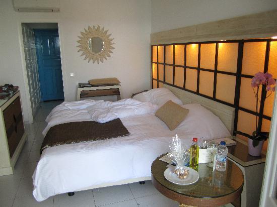 Myconian Ambassador Relais & Chateaux Hotel : Twin room