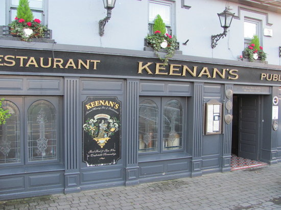 Keenan's Hotel Bar and Restaurant: Outside of Keenan's