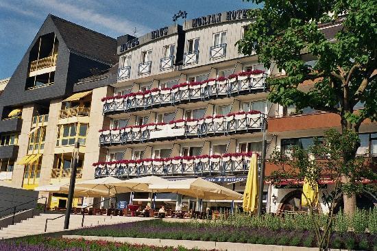 Hotel Haus Morjan: Blick auf das Hotel von der Promenade aus