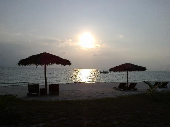 Pulau Besar, Malasia: Beach at sunset