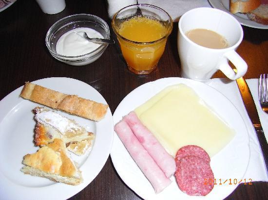 โรงแรมเรสซิเดนซ์ โบโลญญา: ホテルの朝食