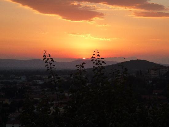 La Pampa: Blick von der Terrasse mit Sonnenuntergang