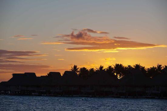 Hilton Bora Bora Nui Resort & Spa: Sunset at Bora Bora from our room