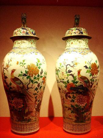 Leeuwarden, هولندا: Two beautiful very large vases