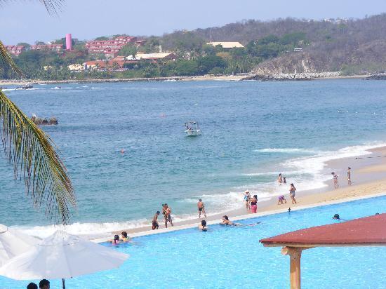 Dreams Huatulco Resort & Spa: Looking out at the bay