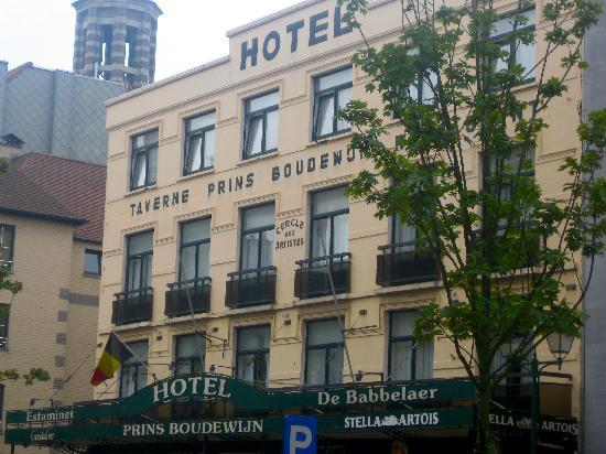 Hotel Prins Boudewijn : Main entry to the hotel on Lippens street