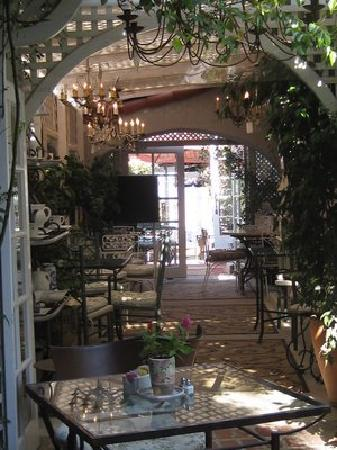 Mick's Cafe: Corridor