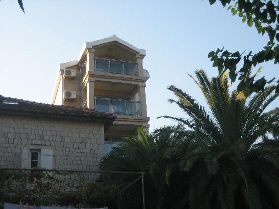 Hotel  OAZA : Turm mit Neubau-Zimmern