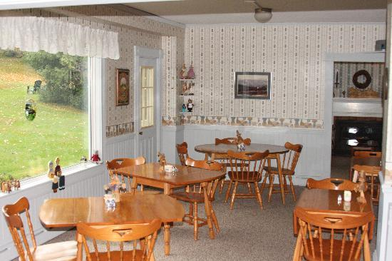 Inn on Golden Pond: Dining Area