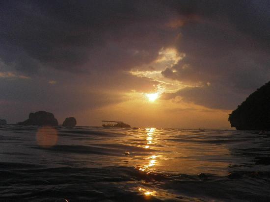 Anyavee Railay Resort : пляж - закат