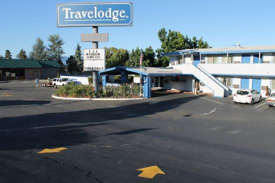 Grants Pass Travelodge : Hotel Entrance
