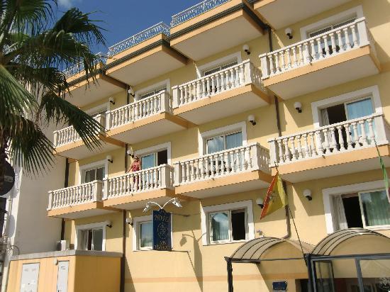 Hotel San Vincenzo: Nur 8 Balkonzimmer zum Meer