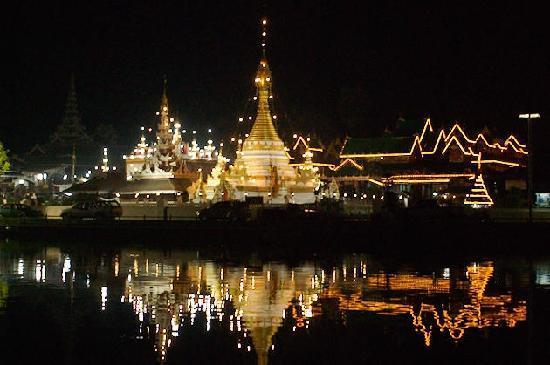 Mae Hong Son, Thailand: Temple Wat Jhuk khom...