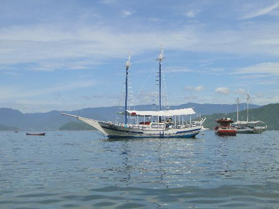 Pousada Picinguaba: Take a trip with this boat!