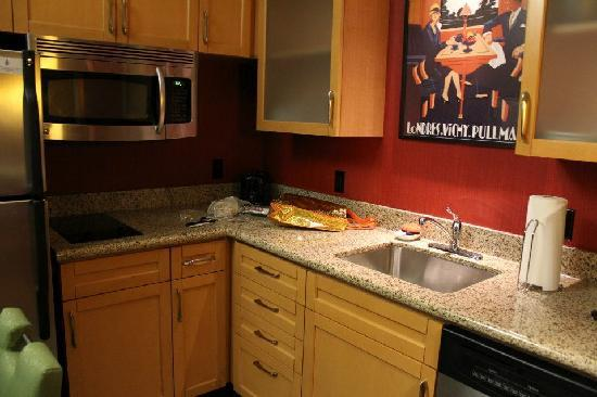 Residence Inn Baltimore Hunt Valley: Kitchen area