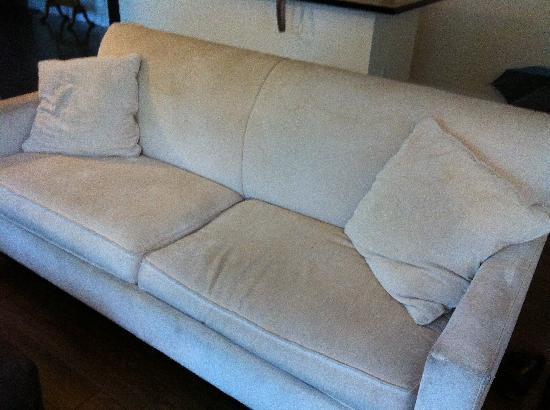 Hotel Ocean: Gross sofa