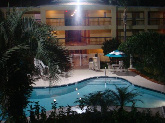 Courtyard by Marriott Orlando Lake Buena Vista at Vista Centre: Pool