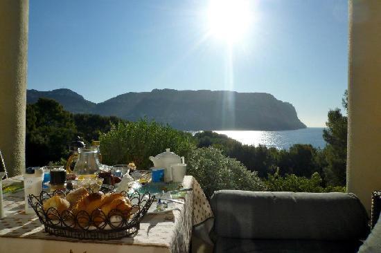 L'escale: Breakfast on the terrace