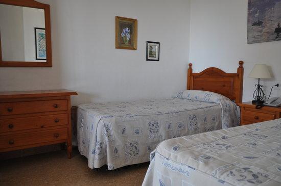 Apartamentos Mediterraneo : Bed area