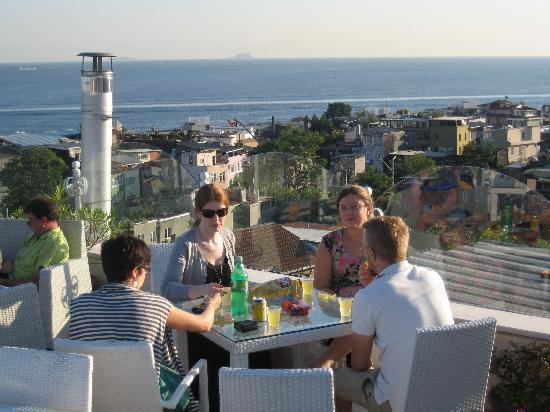 Poem Hotel Istanbul: Kväll på terassen