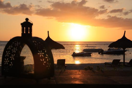 The Oberoi, Mauritius: Just one of the glorious sunsets we saw from the bar at the Oberoi