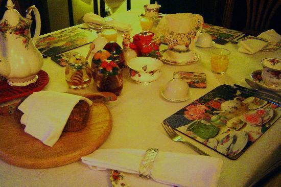 Ballycastle House: Breakfast setting