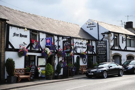 Ye Olde Cheshire Cheese Inn: the inn from the front