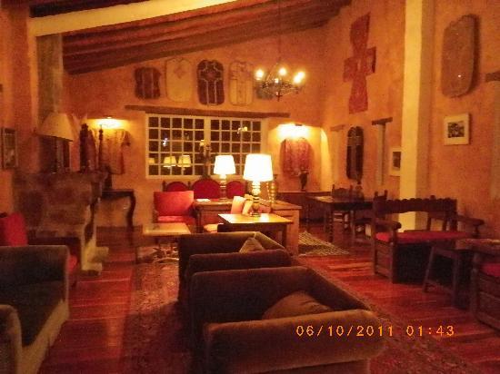 El Monasterio de Cusin : accueil