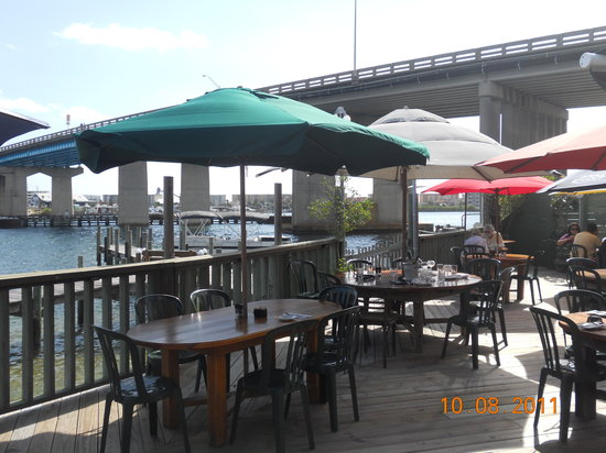 Bay Cafe: Dining on the deck
