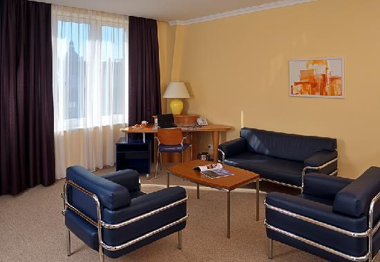 Regency Suites Hotel Budapest: Living room
