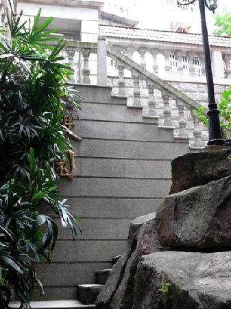 Huating Hotel Gulangyu Zhimeng: staircase at the back