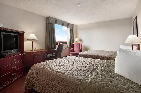 Travelodge Hotel Vancouver Airport: Two Queen Bedroom