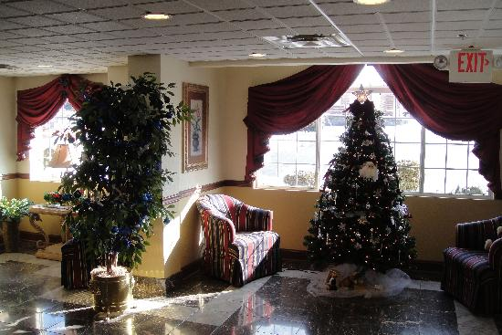 Quality Inn and Suites Bristol: The Lobby
