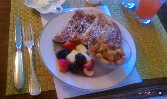 Duke Mansion Bed and Breakfast: As good as it looks!