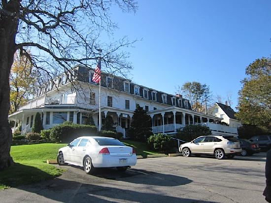 Relais & Chateaux Camden Harbour Inn: Camden Harbour Inn entrance