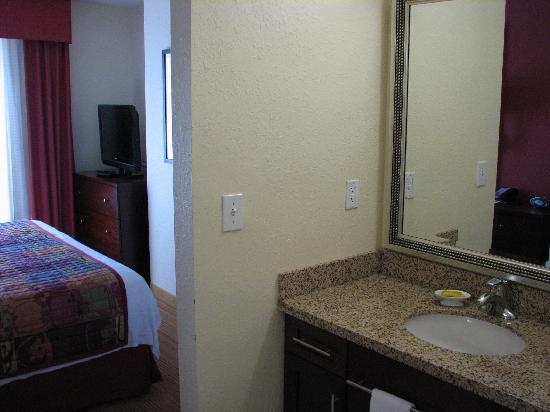 Residence Inn Charlotte Concord: bathroom
