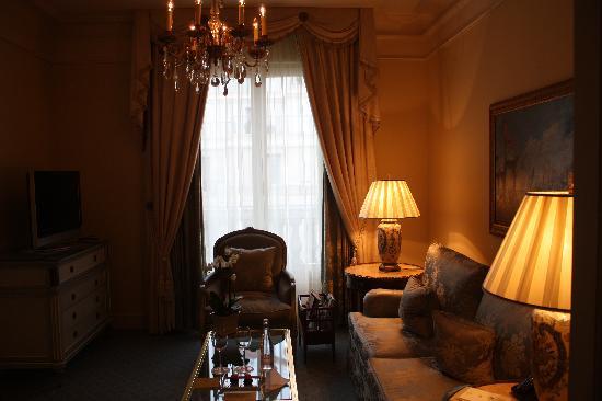 Chambre de la suite four seasons hotel - Hotel georges v paris prix chambre ...