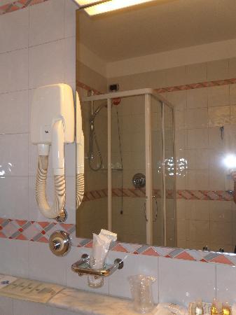 Hotel Bristol Milan: baño