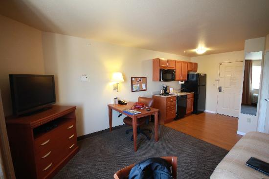 Candlewood Suites Fayetteville-Univ. of Arkansas: cozy room