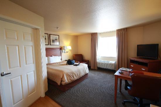 Candlewood Suites Fayetteville-Univ. of Arkansas: cozy room