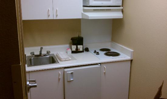 Crossland Economy Studios - Fresno - West: the kitchen