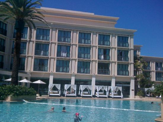 Palazzo Versace: Pool by day