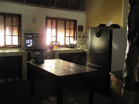 Apart Hotel Casaejido: common kitchen