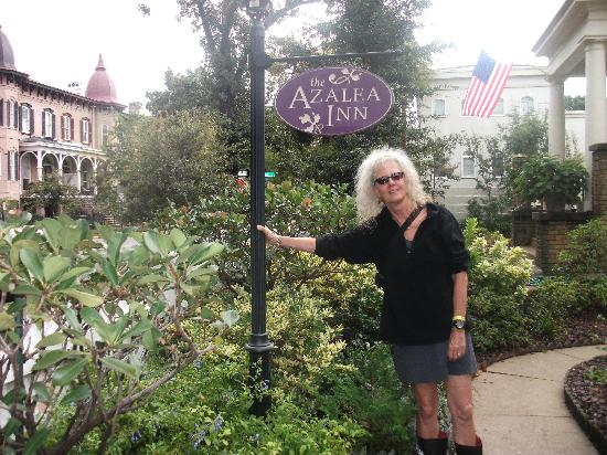 Azalea Inn & Villas: a happy guest!