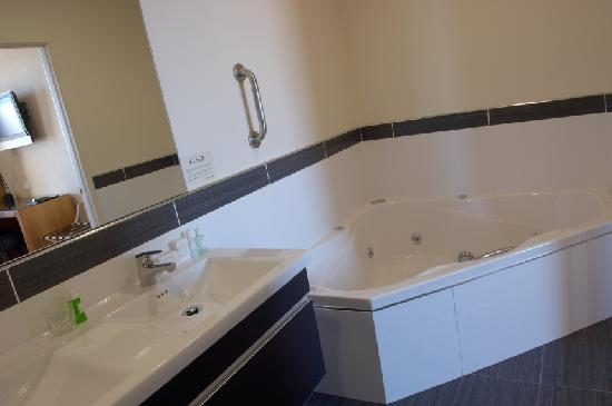 Kelvin Hotel: Bathroom