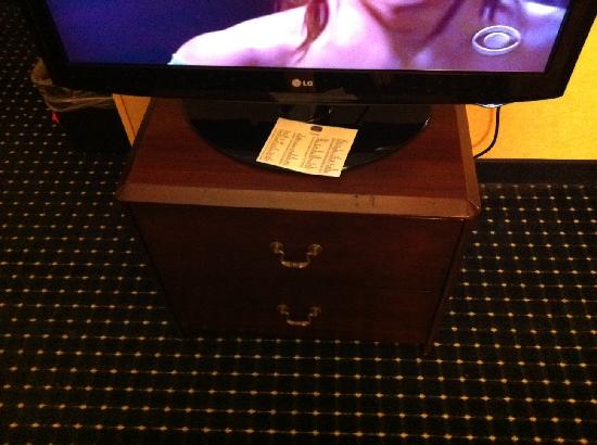 SpringHill Suites West Mifflin: nightstand posing as a dresser