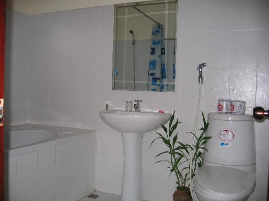 Ammata Guest House: Bathroom