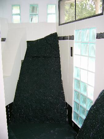 บ้านสวนสมุย: Fantastisch Steine wurden in die Zimmer integriert