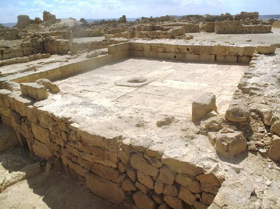 Incense Route - Desert Cities in the Negev: wine press -indica o cultivo de uva no deserto